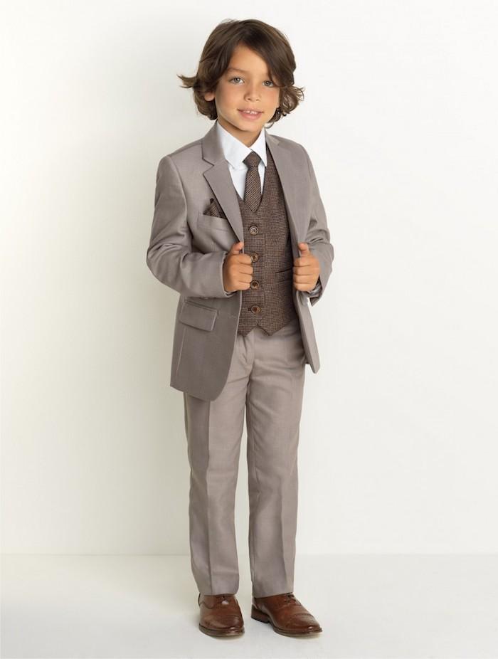 grauer anzug braune schuhe anzug ideen für kleine herren junge elegant angezogen eltern mit stil
