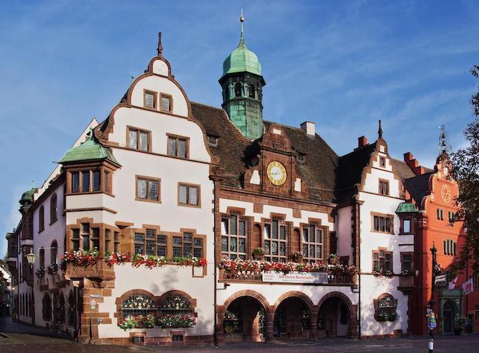 günstige urlaubsziele zum besuchen süddeutsche städte kleinstadt freiburg schöne architektur ideen