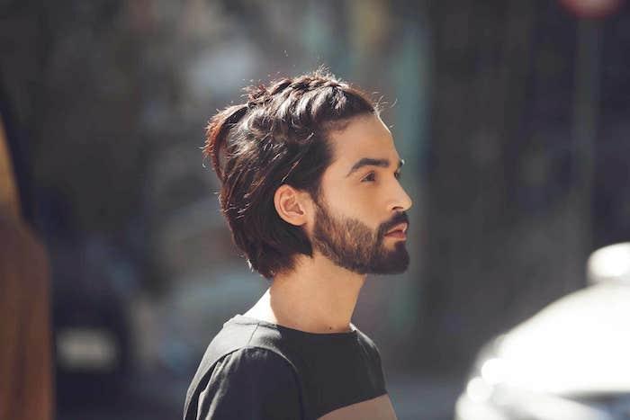 frisur lange haare, mann mit flechtfrisur, langhaarfrisuren für männer