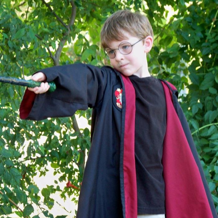 Kostüm selber machen für einen kleinen Harry Potter Fan - ein Mantel, Brille und Zauberstab