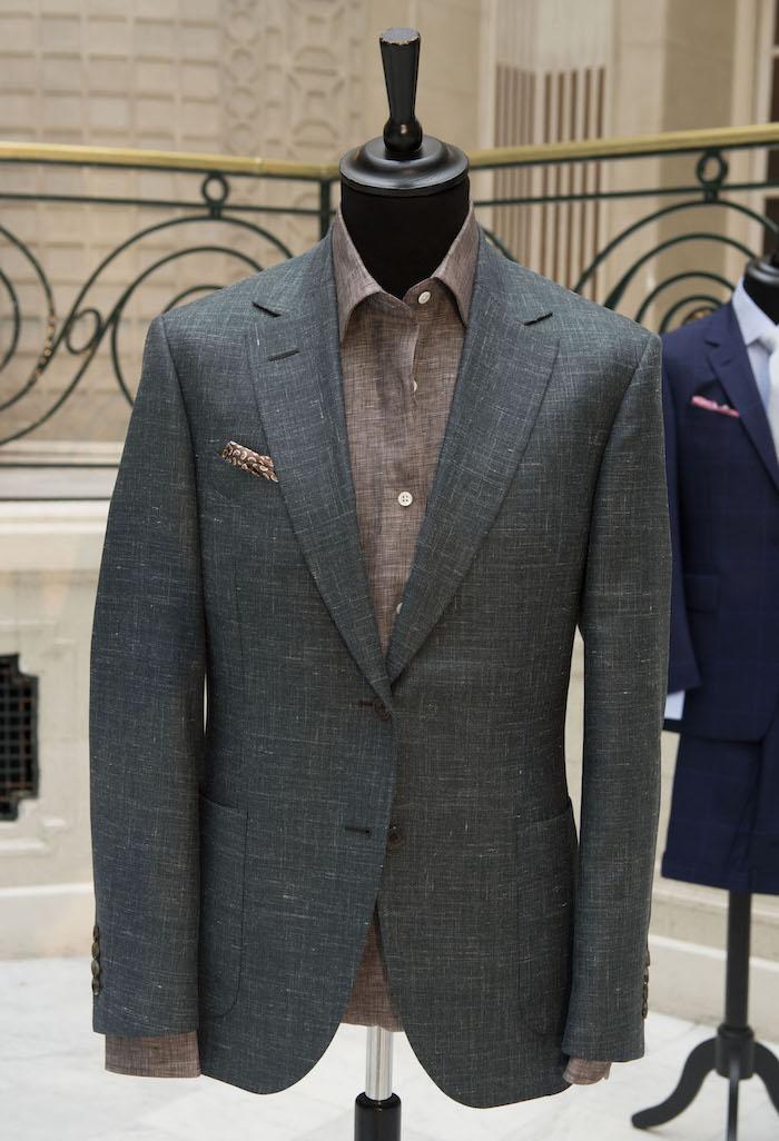würden Sie diesen mit fliege anzug tragen oder krawatte in helle farben manequin braunes hemd graues sakko