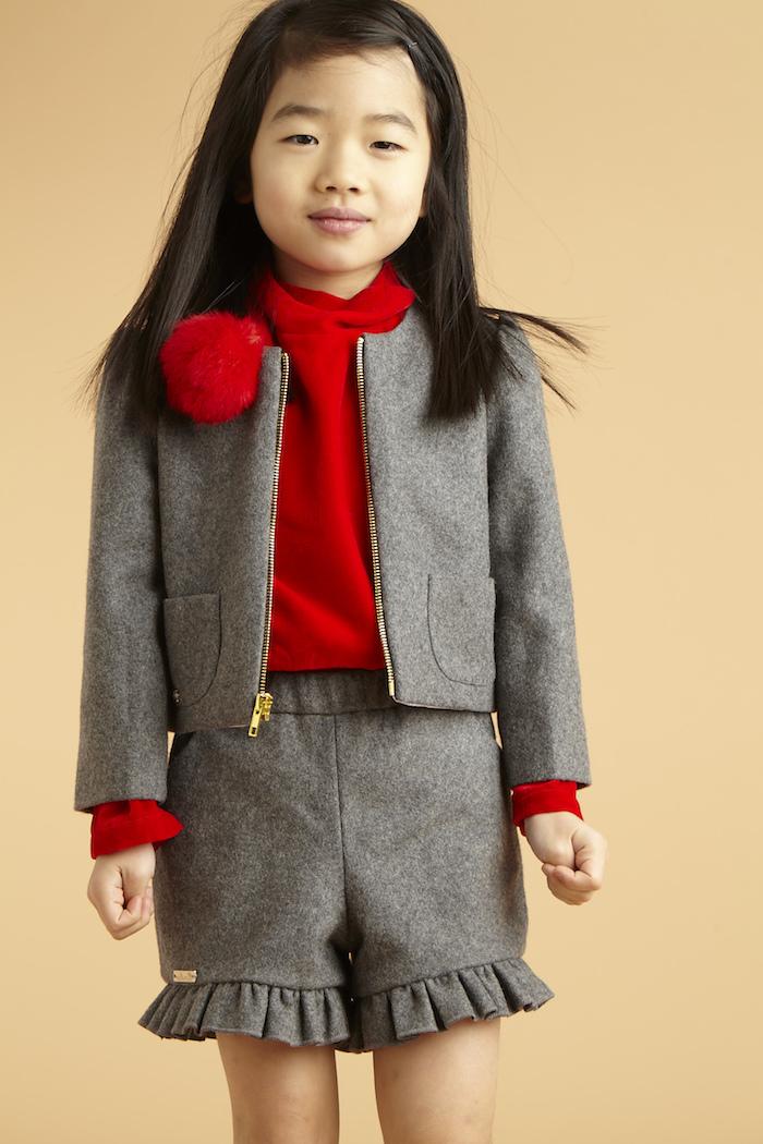 anzug farbe grau mit roten accessoires kombinieren rote bluse oder hemd rote schuhe eine kleine prinzessin elegant anziehen