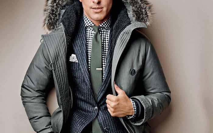 moderne anzüge zur winterzeit ist auch eine jacke mit flauschiger kapuze nötig grüne krawatte grüne jacke