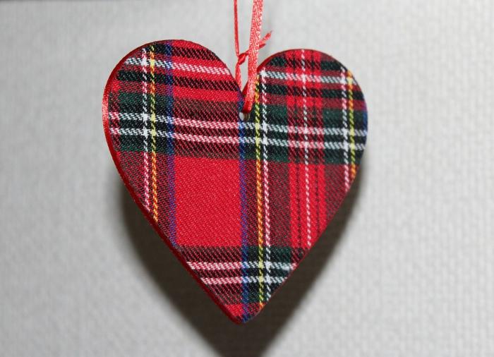 ein Herzchen, das mit einem Schleife befestigt ist - Hintergrundbilder Liebe
