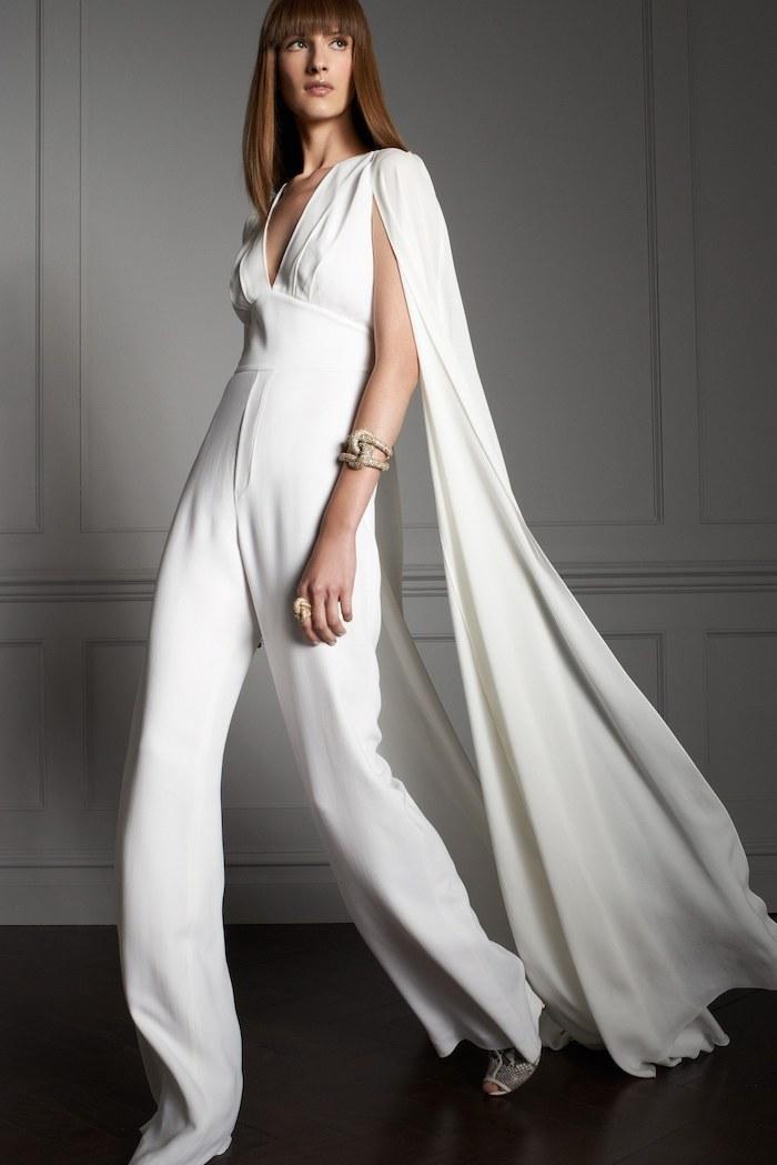 weißes outfit für elegante damen damenmode brautmode ideen festlicher jumpsuit in weiß schöner schmuck