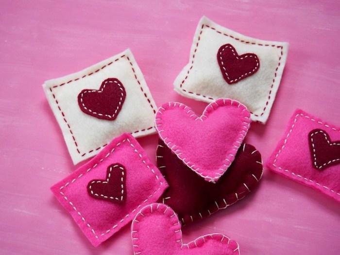 schönen valentinstag mit diesen kleinen bunten gestaltungen von taschenwärmern ideen zum nachmachen einfach schnell originell