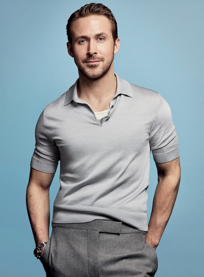 anzug farbe ideen für den sommer sommeroutfit männer hellgraues t-shirt dunkle hose ryan gosling