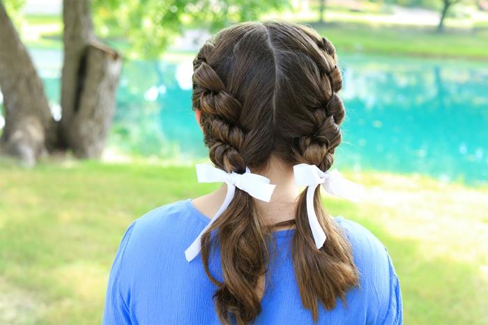 leichte Frisur - eine vintage Frisur für kleine Mädchen - zwei Zöpfe mit weißem Band