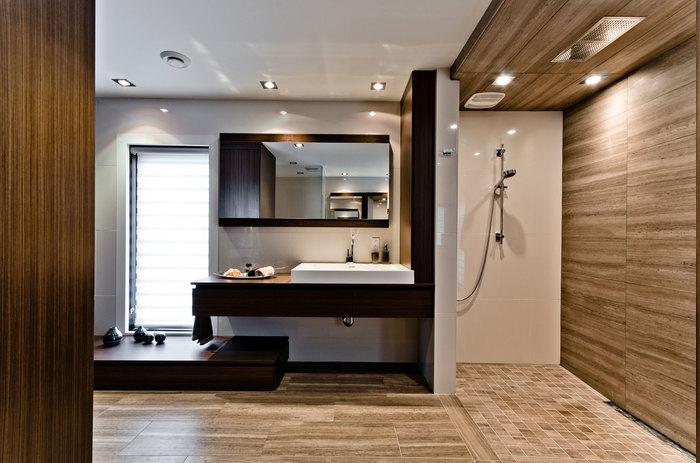 Decke mit Holz verkleiden, Musik unter der Dusche hören, Rainbow Shower im Bad, Duschbereich mit Holzverkleidung an der Wand