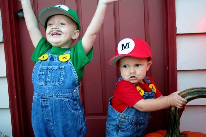 beste Faschingskostüme, Super Mario Bros, grüne und rote T-Shirts und Hüte