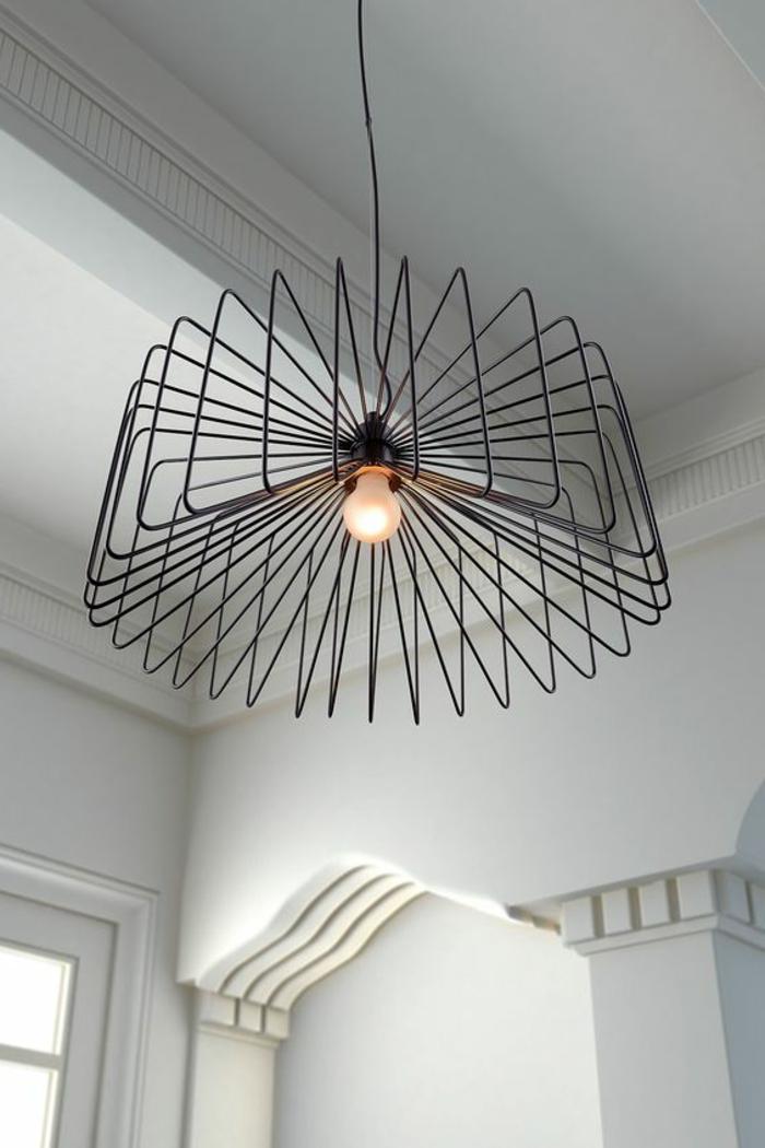 Metallleuchter im Industrial Style, Leuchter aus Metallstäben, Zimmer kompelett weiß