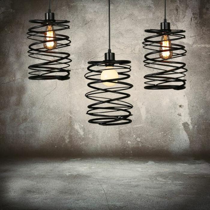 drei schwarze Lampen mit industrialem Design mit Schirm in der Form einer Spirale
