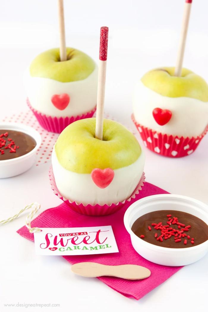 Karamelläpfel zum Valentinstag schenken, süße Geschenkidee für jeden Geschmack, kulinarische Verwöhnung