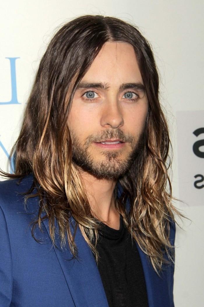 frisuren männer, mann mit langen haaren im ombre look, männerfrisuren