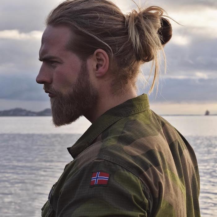 lange haare männer, männerfrisur für lange haare, dutt-frisur