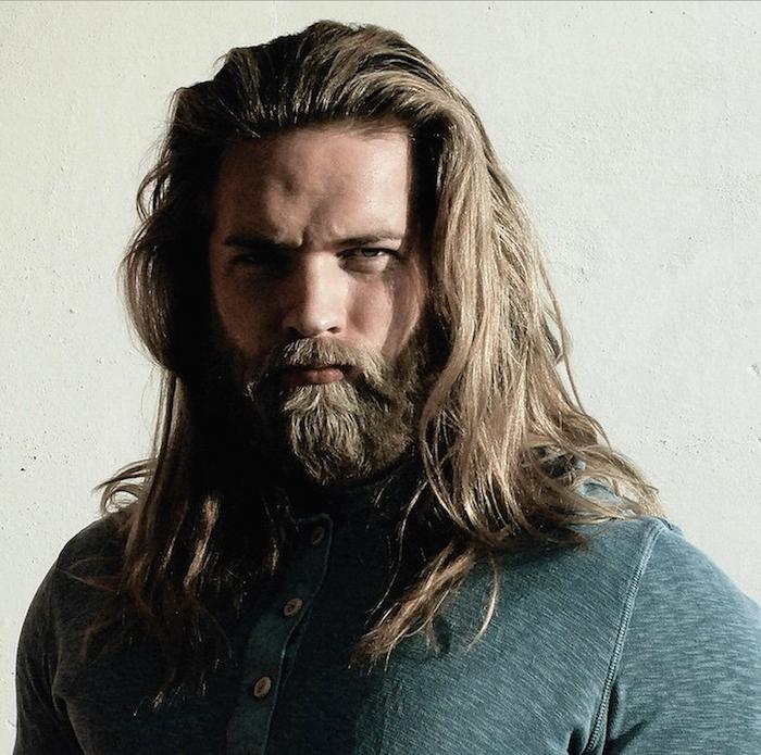 haarschnitt männer 2018, mann mit hipster bart und langen haaren, männerfrisuren