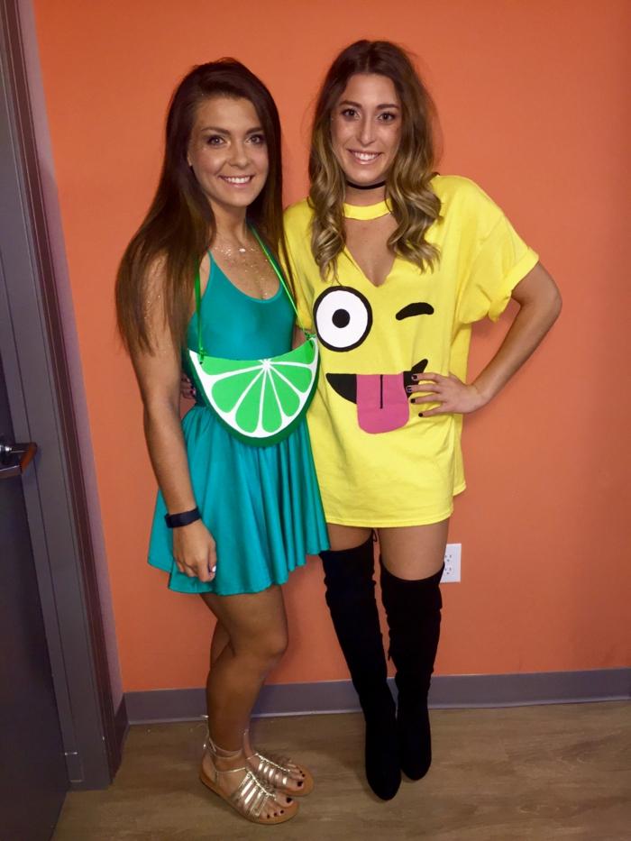 Last Minute Kostüme für zwei Freundinnen mit gelben und blauen Kleid