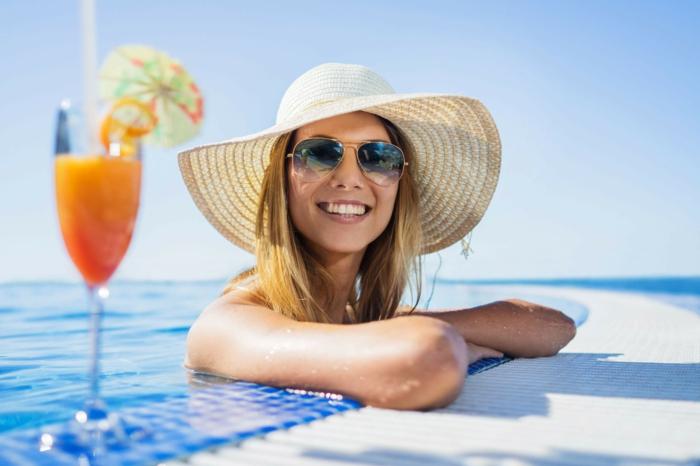 Vollständiger Schutz wird erreicht, wenn man die Linsen zusammen mit einer Sonnenbrille trägt