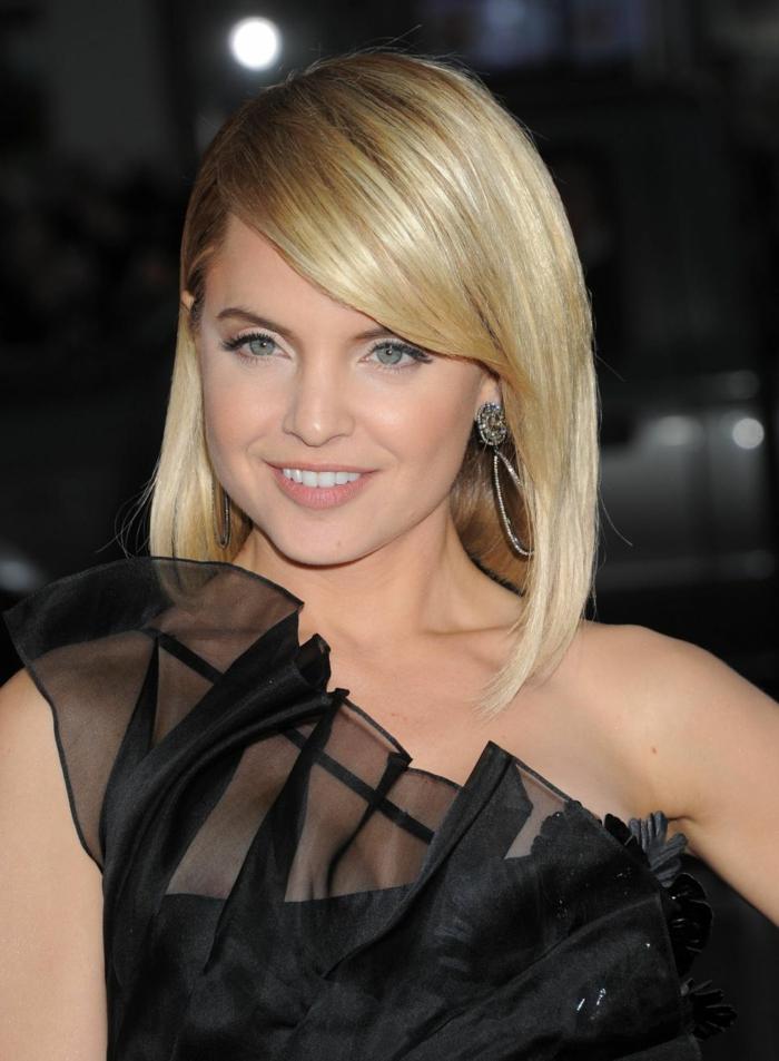Frisur Schulterlang von Mena Suvari, eine Schauspielerin mit blonden Haar und blaue Augen