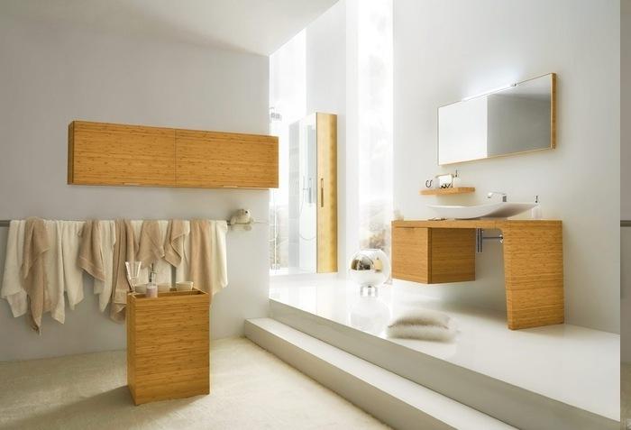 Holzdeko an der Wand, Wanddeko aus Holz, Tuchständer für Badtücher, Tisch aus massivem Holz, Unterschrank aus massivem Holz, zwei Stufen, dekorativer Kissen mit Plüsch