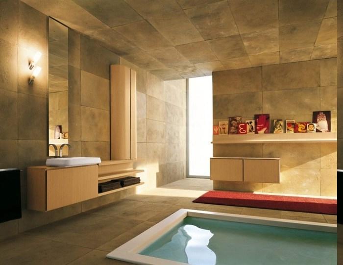 privates Schwimmbad im eigenen Bad, Schwimmbad zu Hause, Beige Badfliesen, roter Teppich neben deb Schwimmbad, Regal mit Dekorationen