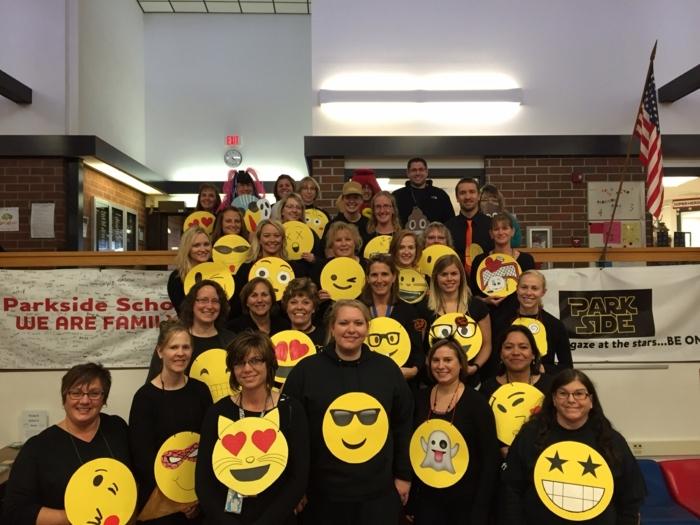 eine große thematische Party organisieren - Emoji aus Facebook als Verkleidung