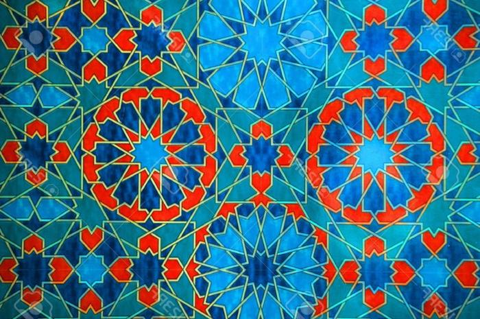 marokkanische Fliesen in blauen und roten Farben, Fliesen mit vier Kreisen, Fliesen in drei Farben