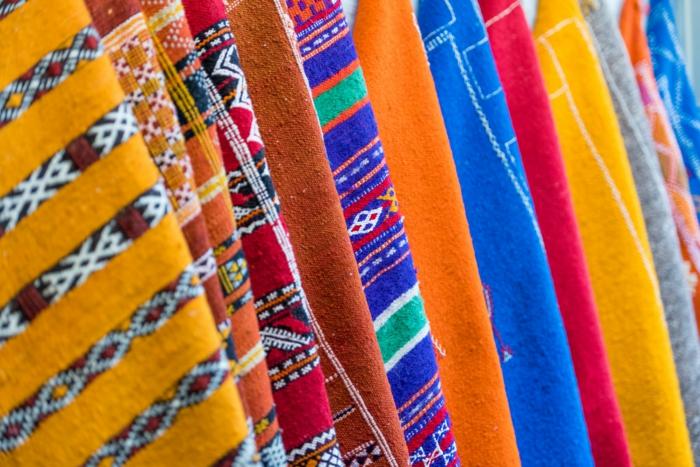 Markt für Stoffe wie Wolle und Watte, Musterstoffe für Möbel, Wandverkleidung und Teppiche