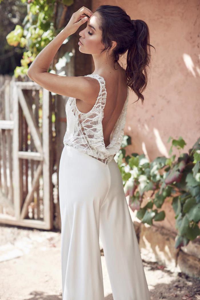 jumpsuit festlich ideen in weißer farbe elegant und fein ausgearbeitet damenmode brautmode nackter rücken gebundene haare