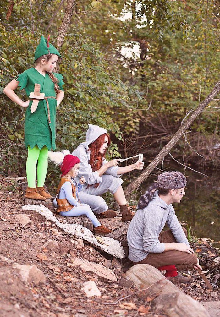 Peter Pan Kostüm für Mädchen, Hemd und Mütze aus grünem Stoff, grüne Strumpfhose und Schwert aus Pappkarton