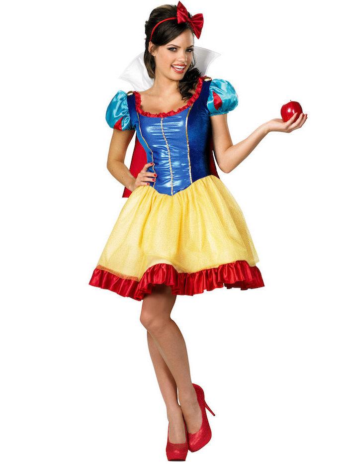 Schneewittchen Kostüm für Fasching, Kleid in Blau Gelb und Rot, rote High Heels und Haarband