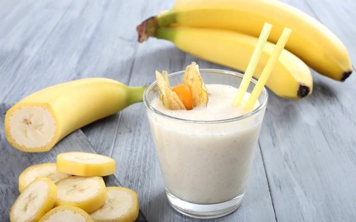 shakes zum zunehmen selber machen, selbstgemachter eiweißdrink mit bananen