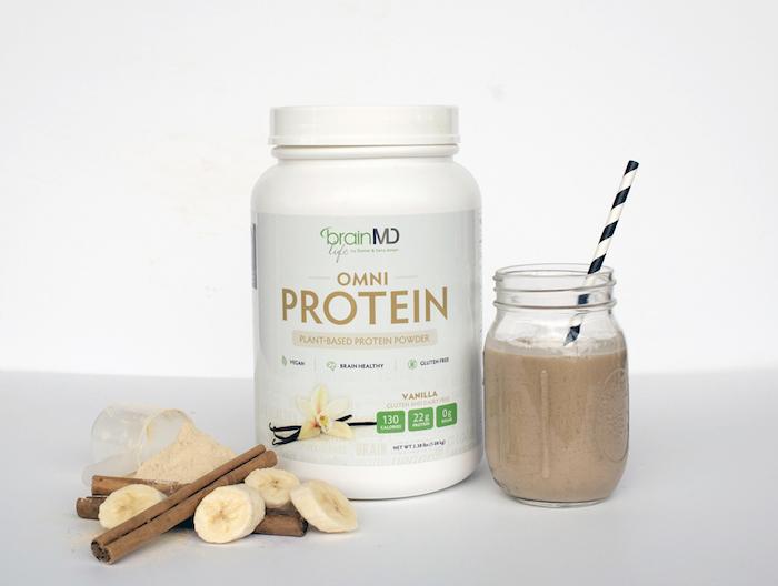 protein shake rezept, eiweißshake mit getrocknetem protein, bananen und zimt