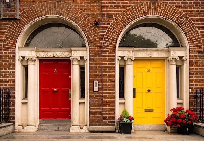 Die Haustür kann das Aussehen des Eingangsbereich wesentlich verändern.