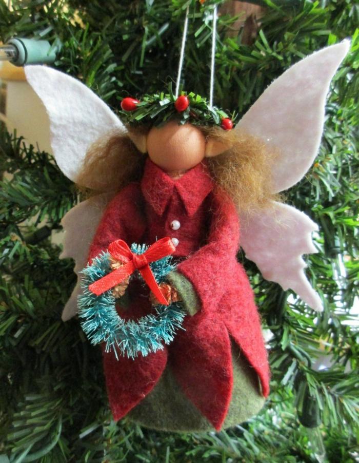 schöne engel basteln weihnachtsengel selber machen aus filz engel mit rotem mantel und kranz tannenbaum