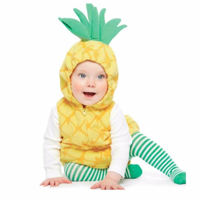 Ananas Kostüm von einem kleinen Baby, grüne Strumpfhose, gelbe Jacke