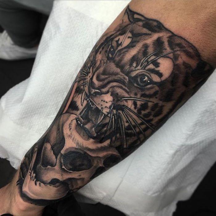 schöne tattoos, tigerkopf in kombination mit schädel, 3d-tätowierung