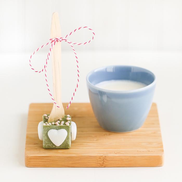 matscha gesunde ideen valentinstag geschenke für freund oder freundin mit milch servieren schmelzende praline gesund