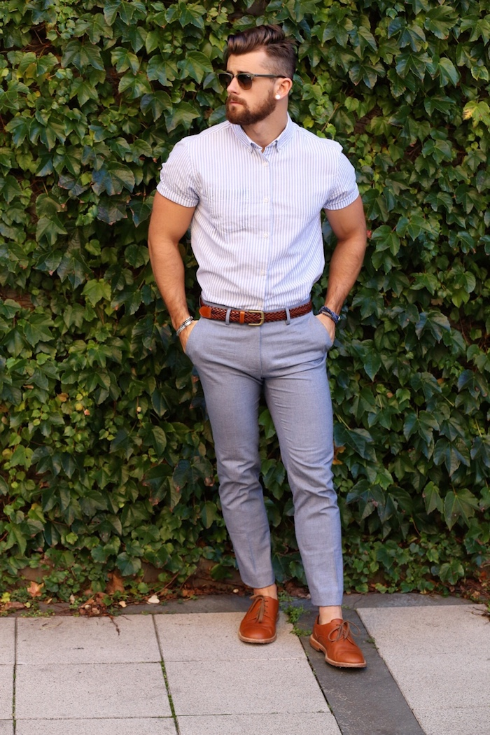 t-shirt oder hemd unter pullover perfekte idee für den frühling oder herbst cooler männerstyle casual sportlich elegant