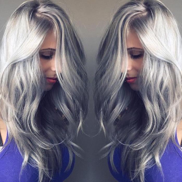 silberblonde Haare von einem netten Mädchen, wie Sie aus zwei Ecken aussieht