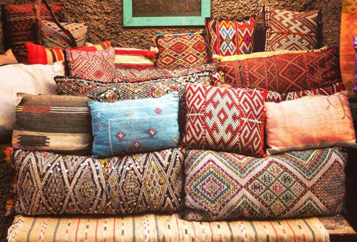 Musterkissen in unterschiedlicher Form und Größe aus hochwertigen Stoffen aus dem Orient