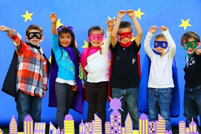 Mottoparty Themen für Kinder - Superheros mit Augenmasken und Capes