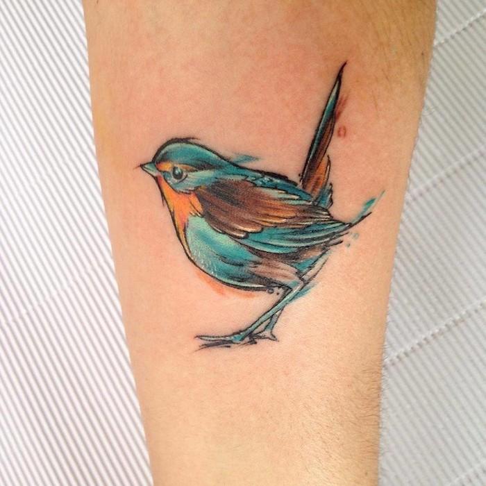 tattoo vogel, farbige tätowierung mit vogel-motiv am bein