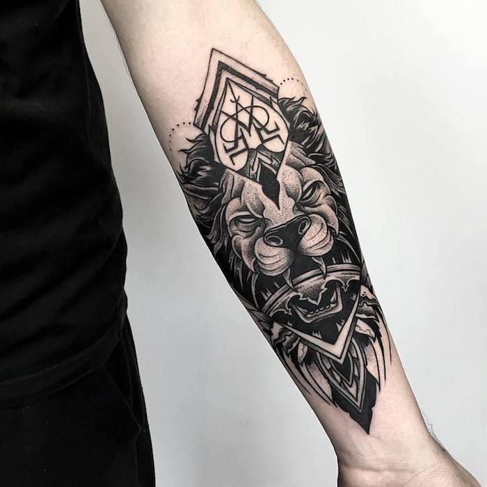 tattoo vorlagen, löwenkopf mit geometrischen elementen, tätowierung am unterarm