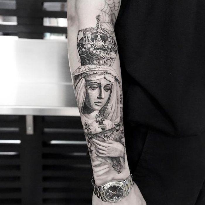tattoo vorlagen, religiöse tätowierung, frau mi krone und kreuz