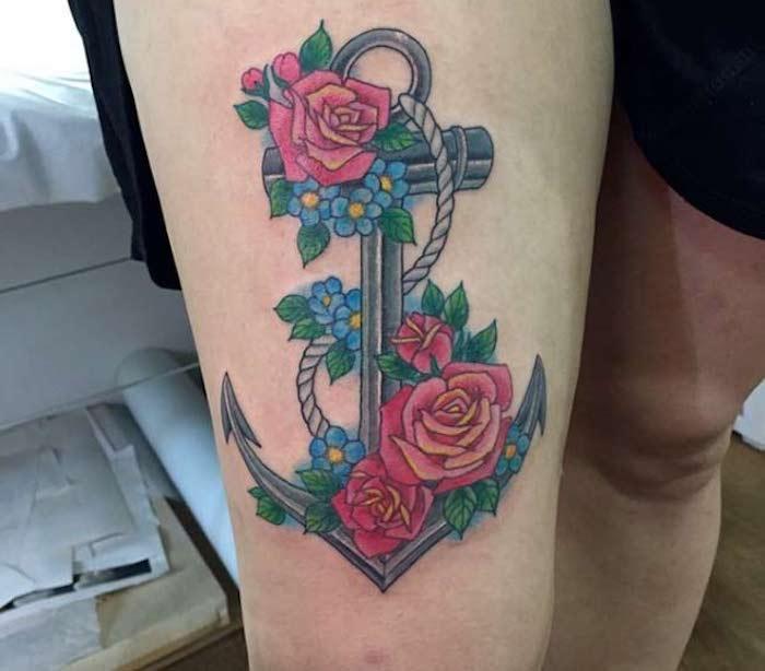 tattoovorlagen für frauen, farbiges oberschenkel tattoo mit blumen-motiv