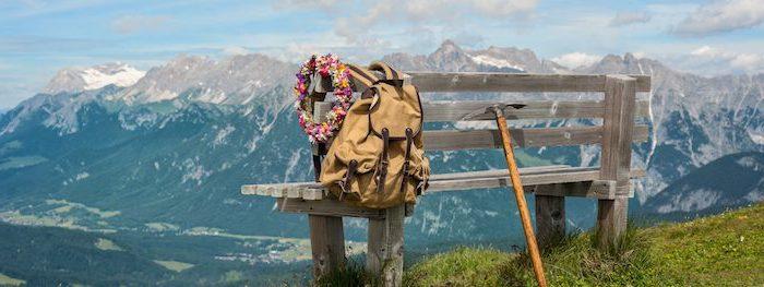 top reiseziele in deutschland wandern gehen schönes bild gebirge rucksack wandern blumenkranz schöne laune sport treiben