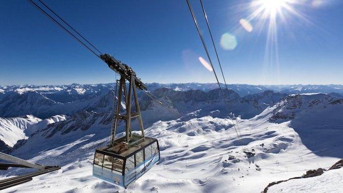 günstige urlaubsziele zum besuchen die deutschen gebirge einen skiurlaub in garmisch-partenkirchen bild von den bergen schnee lift sonnenschein