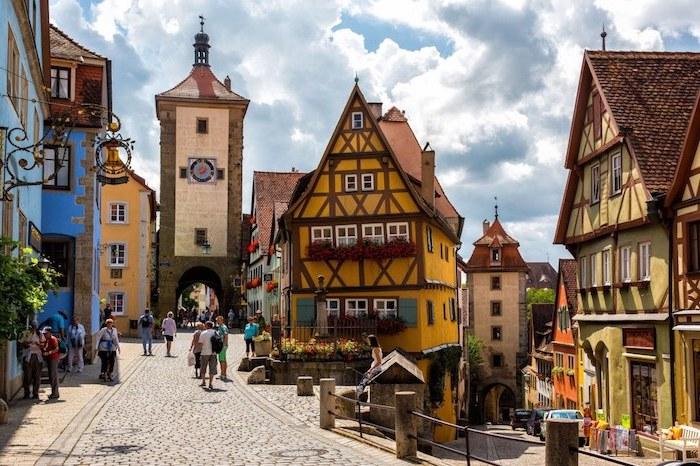 schönste urlaubsziele die deutschen gebirgen garmisch-partenkirchen wunderschöne architektur in der stadt die gassen von garmisch märchenhafte architektur