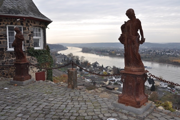 beliebte urlaubsziele in deutschland deutschlands perlen fluss denkmal häuser aussicht über dem fluss
